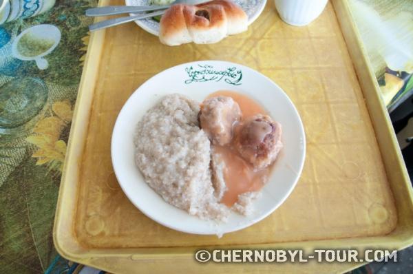 """Обед в столовой """"Припять"""" в г. Чернобыль"""